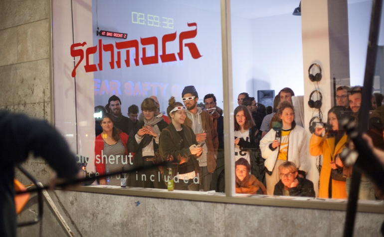 Schmock_Studio Sherut, Marie Jaksch, Lenja Schultze, Charlotte Oeken, Joscha Faralisch
